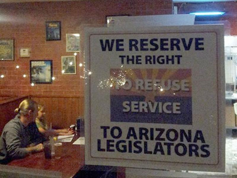 EUA: pizzaria recusa servir autores de lei antigay (Reprodução Phoenix NewsTime)
