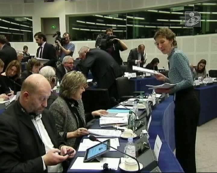 Relatório do Parlamento Europeu critica atuação da troika