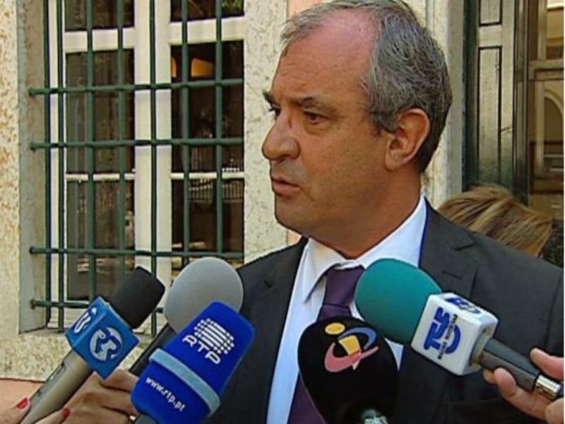 Federação Nacional de Educação pede 6 folgas para pais