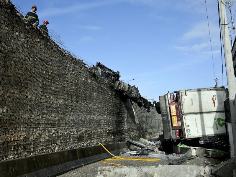 Acidente com camião em Coimbra (Lusa)