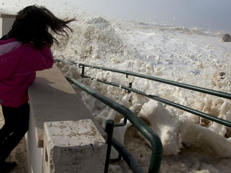 Violência das ondas em São Pedro de Moel (Lusa)