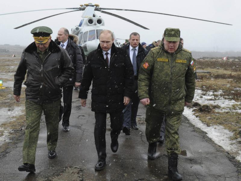 Vladimir Putin visita tropas (Reuters)
