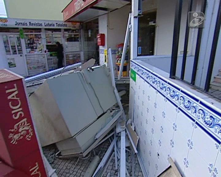 Quatro encapuzados assaltam multibanco em Leceia