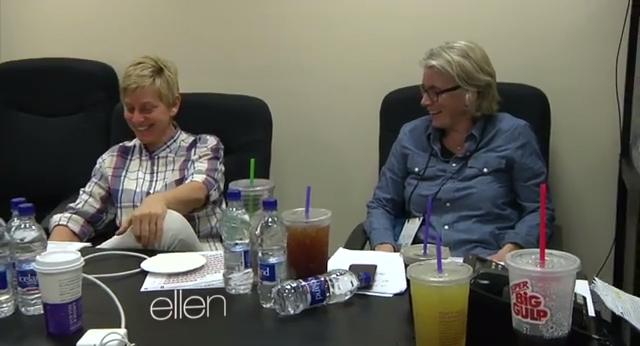 Momento em que Ellen prepara «Selfie» com celebridades
