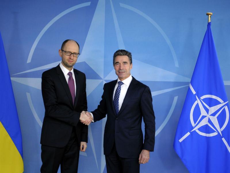 Arseniy Yatsenyuk e Anders Rasmussen