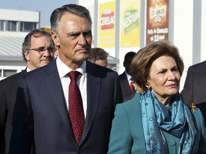 Cavaco Silva recebido por manifestantes quando visitava fábrica (LUSA)