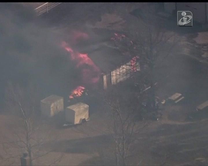 Fogo obriga a evacuação de dezenas de casas ameaçadas pelas chamas