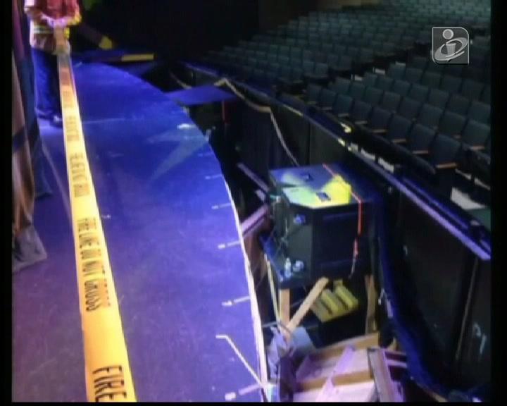 Queda de palco fere mais de 20 estudantes