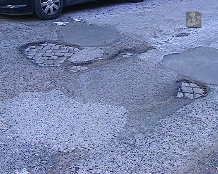 Condutores devem reclamar por danos causados por mau estado das estradas