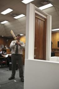 Pistorius: o que faz um bastão de críquete a uma porta