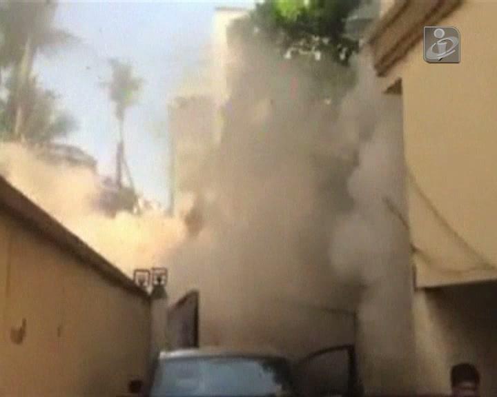 Vídeo amador mostra edifício de sete andares a cair