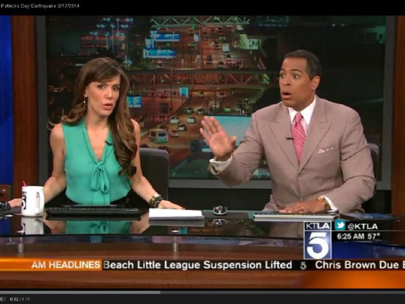 Pivot de telejornal faz cara de «terror» durante sismo
