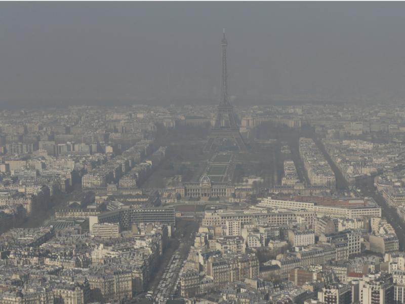 Cidade esteve envolta num nevoeiro de fumo