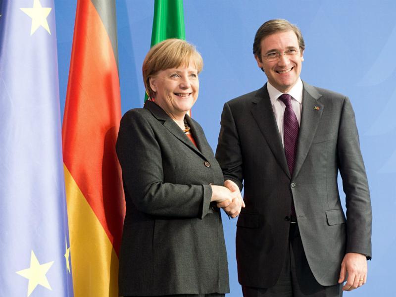Passos Coelho com Angela Merkel na Alemanha (Lusa)