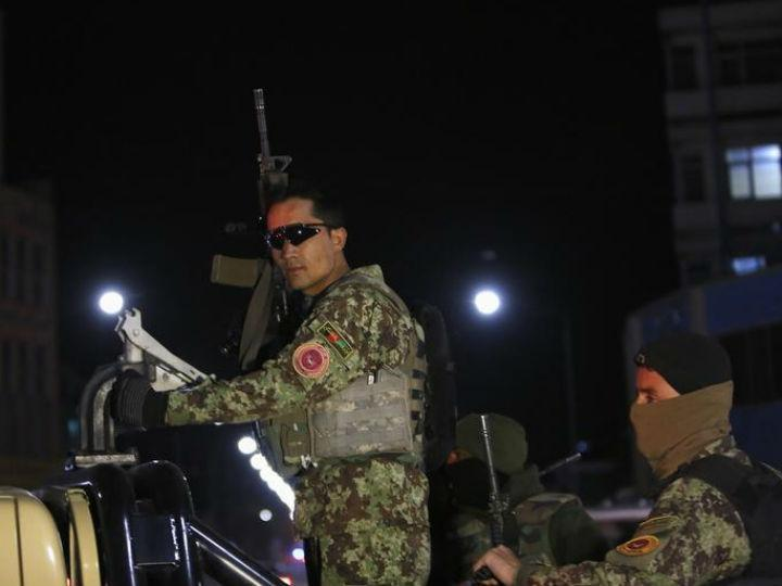 Homens armados atacam hotel de luxo em Cabul [Reuters]