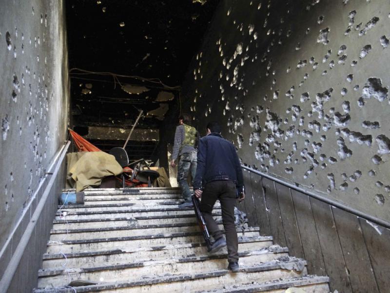 Continua - Palácio da Justiça em Aleppo, Síria, destruído pela guerra que já dura há mais de dois anos - REUTERS/Rami Zayat