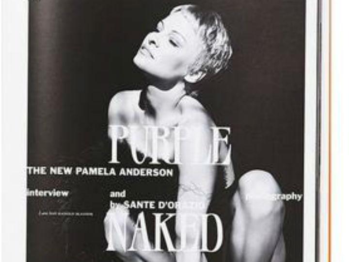 Pamela Anderson nua na Purple (Foto Facebook)