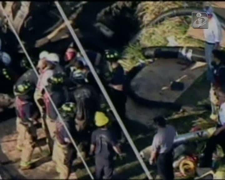 EUA: trabalhador fica preso num buraco de três metros