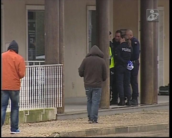 Um ferido num assalto a banco em Tires