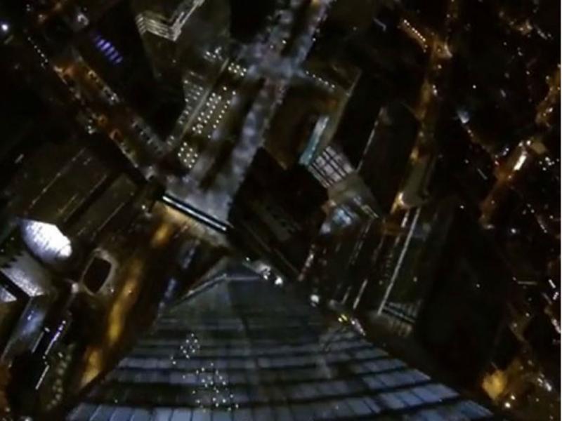 Paraquedistas presos após salto do novo WTC (Reprodução YouTube)