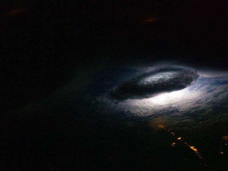 Rastos de Luz na Bolívia (NASA)