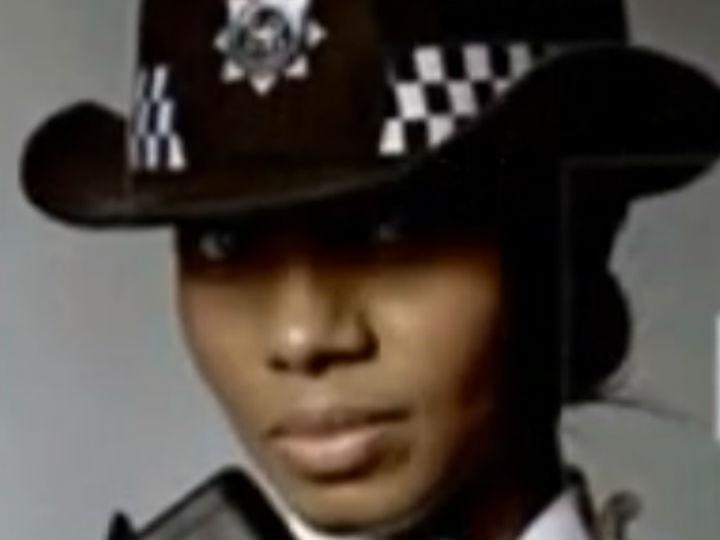 Polícia inglesa faz queixa por racismo (YOUTUBE)