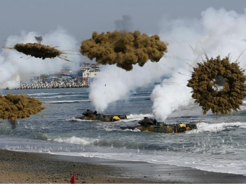 Coreias trocam fogo de artilharia junto à fronteira marítima (REUTERS)