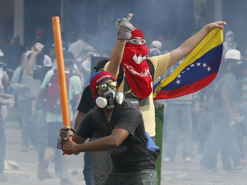 Protestos na Venezuela incendeiam edifício governamental (REUTERS)