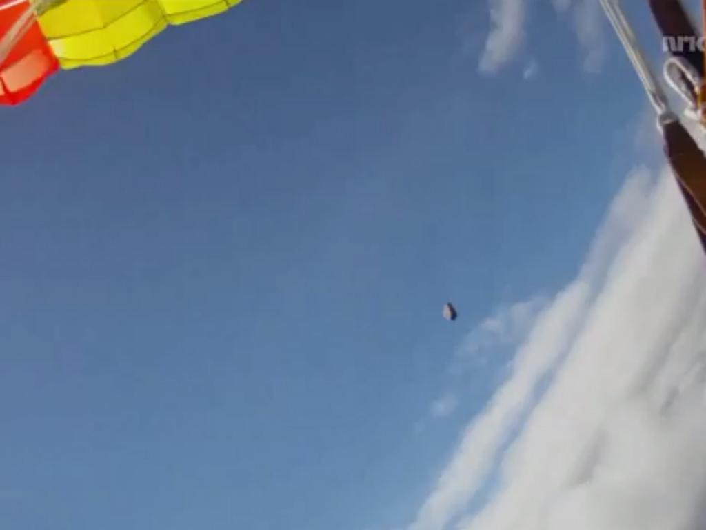 Meteorito passa a rasar paraquedista norueguês  (Reprodução de YouTube)
