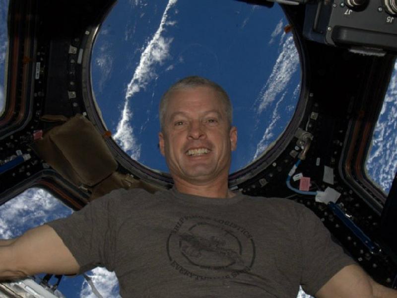 Steven Swanson - #selfie no Espaço [Instagram]