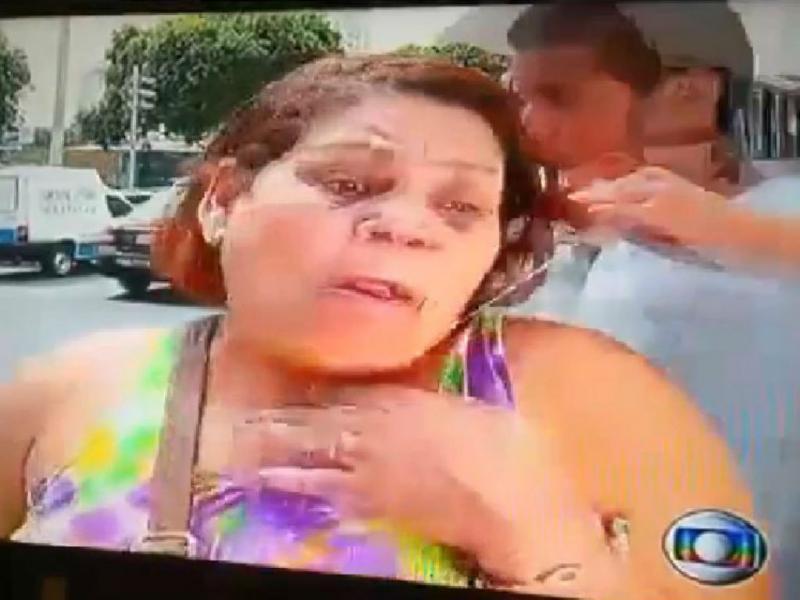 Mulher assaltada durante reportagem sobre assaltos (Foto YouTube)