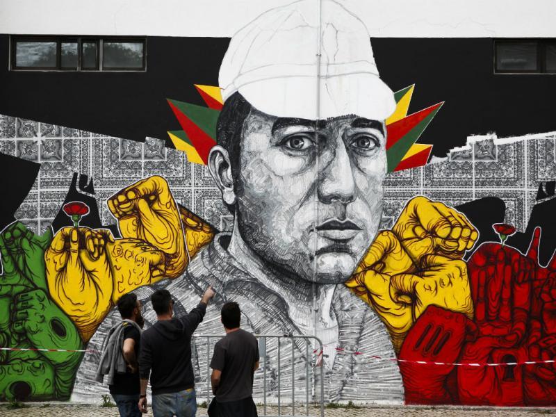 25 de abril: mural comemorativo na Avenida de Berna ( JOSÉ SENA GOULÃO/LUSA)