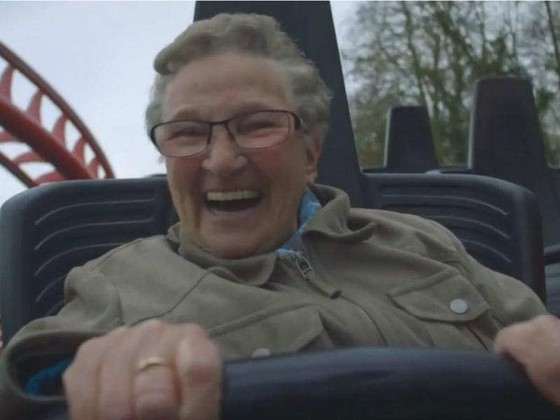 A primeira vez de uma avó na montanha russa