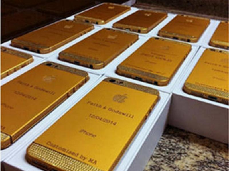 Presidente da Nigéria oferece iPhones de ouro (Reprodução / Nigerian Bulletin)