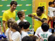 Michael Phelps com Pelé, 2013 (REUTERS)