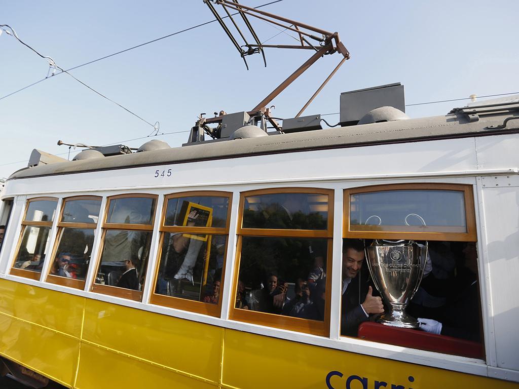 Taça da Champions entregue à cidade de Lisboa (Reuters)