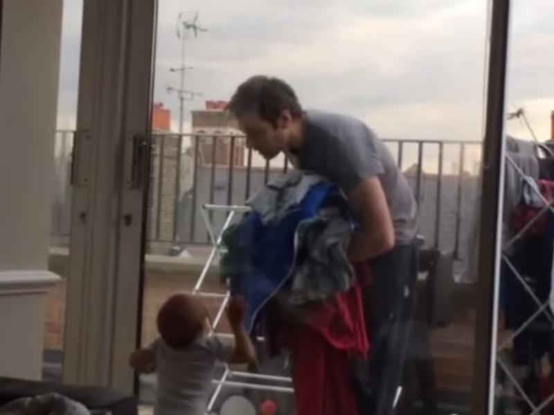 Bebé discute com o pai sem dizer uma palavra (Reprodução / Youtube / dhant122)