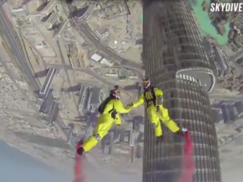 Vince Reffet e Fred Fugen saltam do edifício mais alto do mundo (Reprodução / Youtube /CNN)