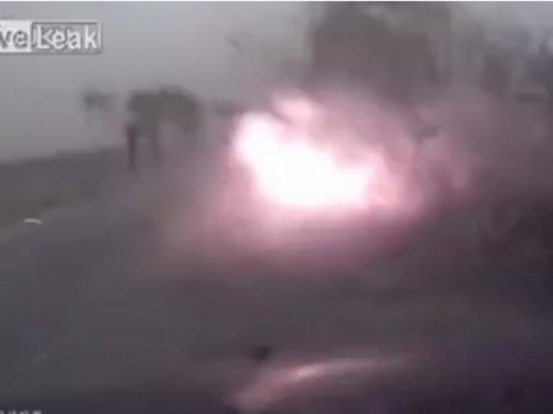 Raio quase provocou acidente (Foto reprodução de YouTube)