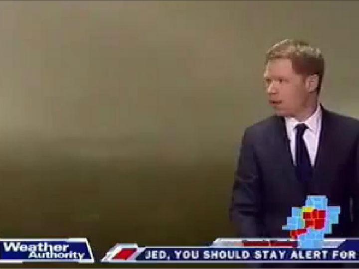 Jornalista «apanhado», em direto, por tornado