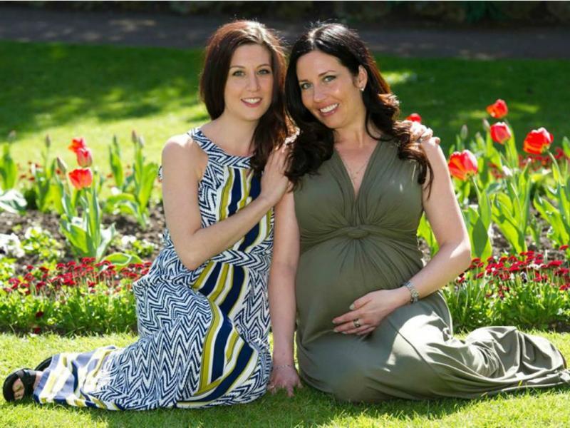 Mulher tem filho de irmã que ficou estéril por causa do cancro (Foto Feacebook Ellie Fairfax)