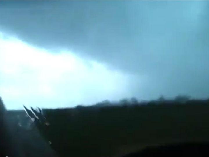 Caçador de tempestades sobrevive dentro de tornado