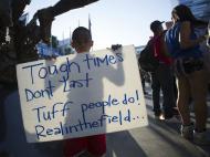 Adeptos festejam castigo a Sterling (Reuters)