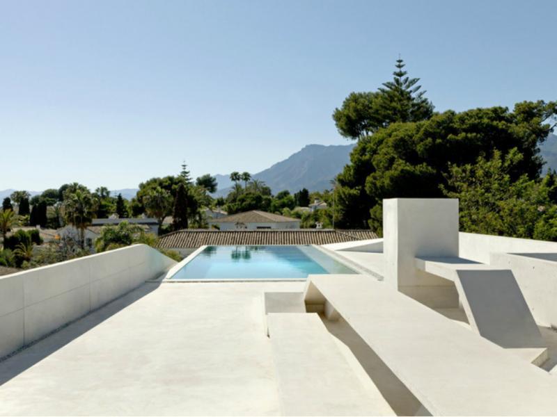 Esta casa tem uma piscina no telhado (Reprodução / Wielaretsarchitects)
