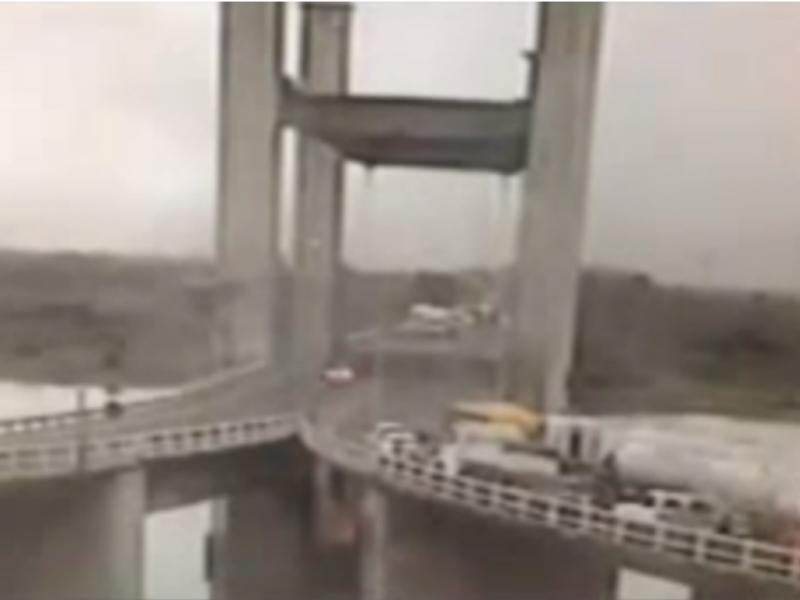 Brasileiro não reparou que parte da ponte estava içada(Foto reprodução de YouTube)