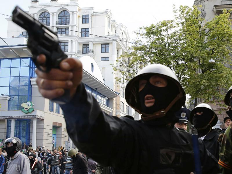 Ucrânia: fogo posto em prédio mata dezenas de pessoas em Odessa (Reuters)
