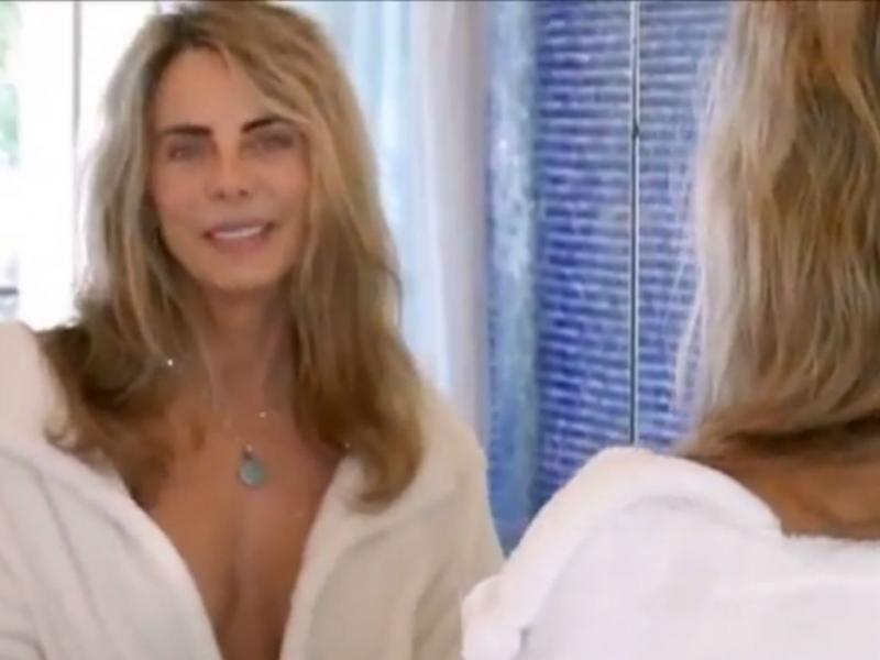 Atriz Bruna Lombardi faz apelo ecológico no duche (Reprodução Youtube)