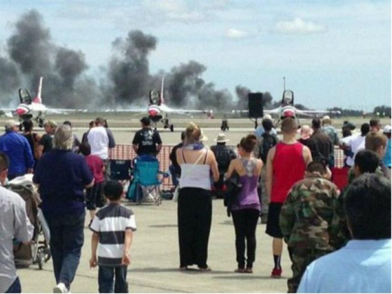 Piloto morre em espetáculo aéreo