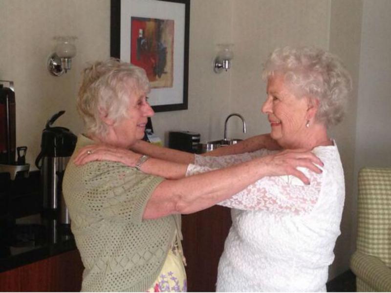 Gémeas reencontram-se após 78 anos separadas (Twitter Peter Bowes)