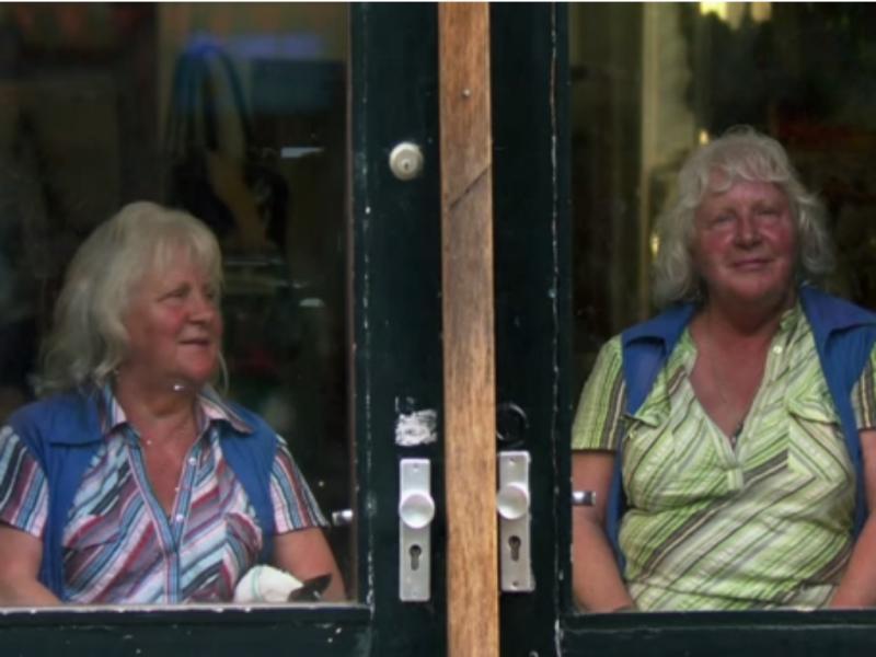 Louise e Martine Fokkens (Foto reprodução de YouTube)